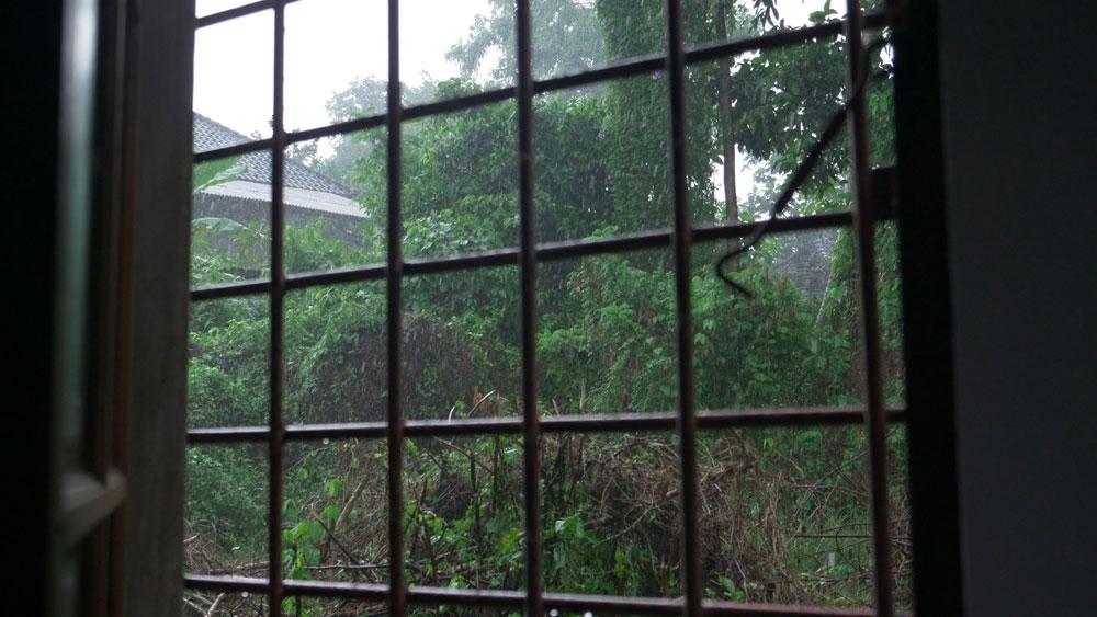 Le pluie depuis mon Airbnb