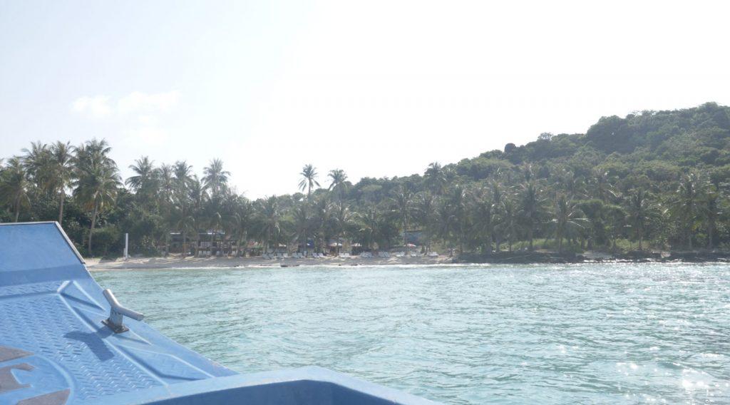 On arrive sur la première île.